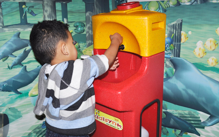 Child washing his hands in preschool with a Teal KiddiSynk